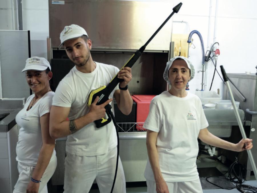equipo limpieza mendoza colectividades